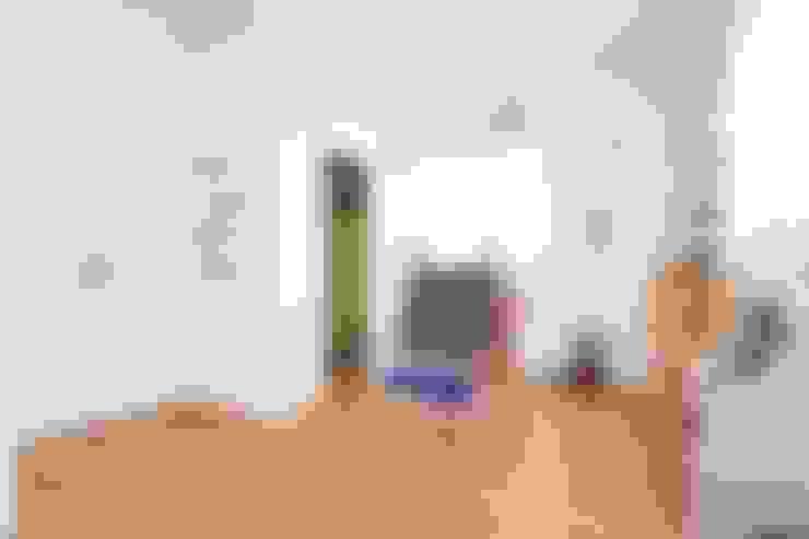 Dormitorios infantiles de estilo  por ジャストの家