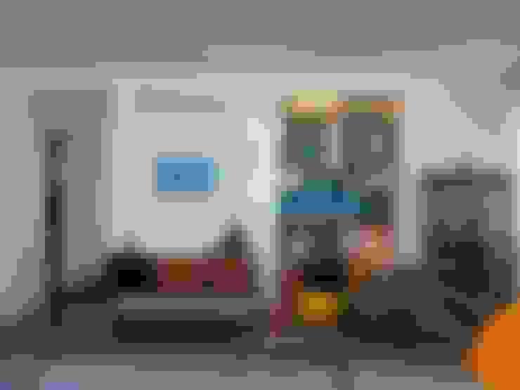 APARTAMENTO NA AV. ATLÂNTICA: Salas de estar  por Maria Helena Torres Arquitetura e Design