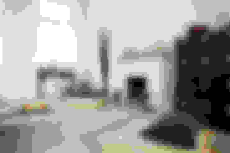 Living room by Studio Uwe Gaertner Interior Design & Photography