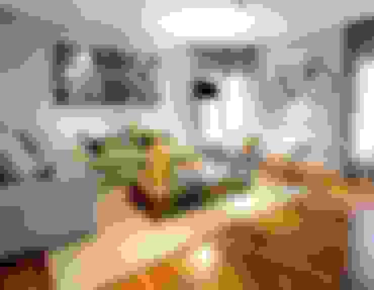 Projeto Apto Alto Pinheiros: Salas de estar  por RUTE STEDILE INTERIORES & ARQUITETOS ASSOCIADOS