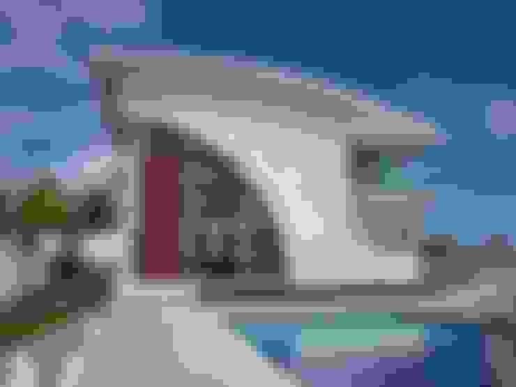 BUSCA VIDA 01 - Fachada e Piscina - Condomínio Buscaville, Busca Vida: Casas  por CHASTINET ARQUITETURA URBANISMO ENGENHARIA LTDA