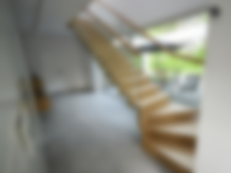 Corredor, vestíbulo e escadas  por Stol-Art Schody