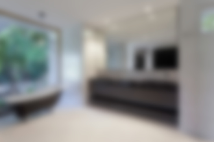 Possibilidades infindáveis de personalização.: Casas de banho  por Glassinnovation - Glass'IN