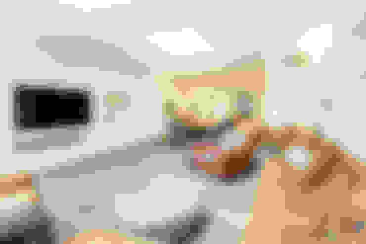 Salas multimedias de estilo  por ONE!CONTACT - Planungsbüro GmbH