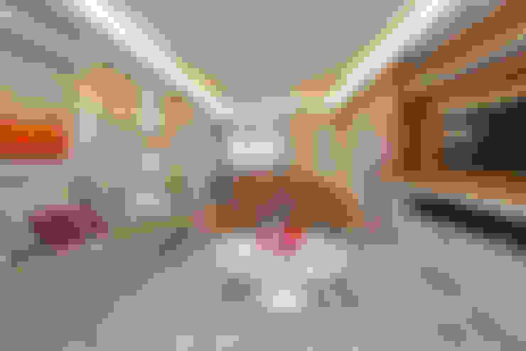 Living room by VL Arquitetura e Interiores
