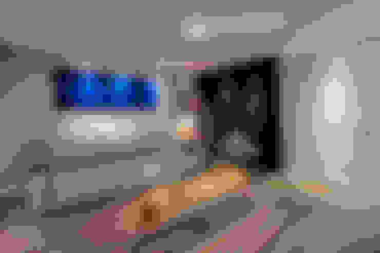 Residência Campina do Siqueira: Salas de estar  por VL Arquitetura e Interiores