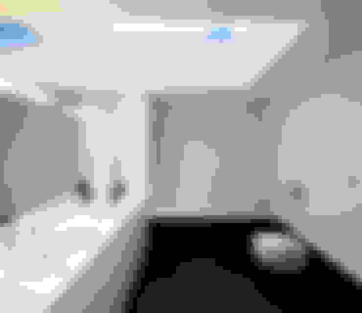 Baños de estilo  por Rui Grazina Architecture + Design