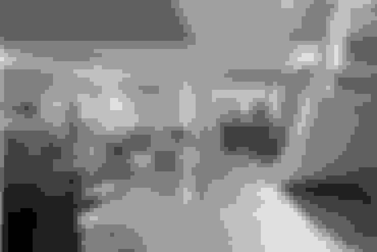 Área da lareira: Salas de estar  por Escritório de Design Edwiges Cavalieri