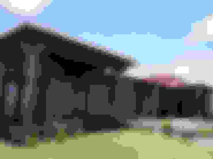 Vista suroeste: Casas de estilo  por Azcona Vega Arquitectos