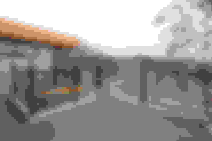기존도면에 한층더 업그레이드된 집: 한글주택(주)의  베란다