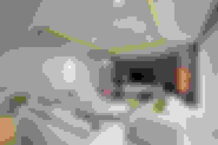 ห้องนั่งเล่น by Chaney Architects