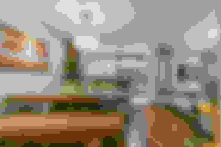 Apartamento Casal com Bebe: Salas de jantar  por Sandra Pompermayer Arquitetura e Interiores