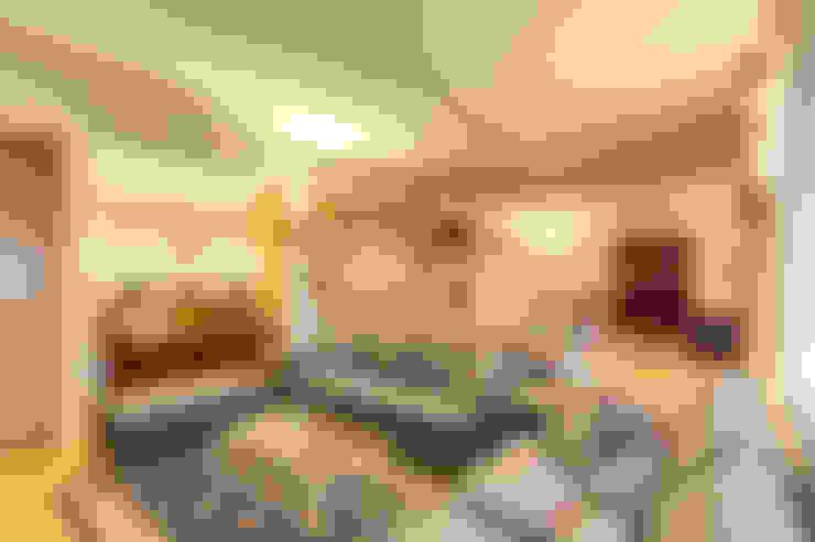 Salas de estar  por MOB ARCHITECTS