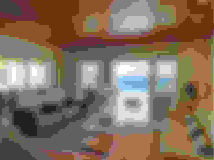 غرفة المعيشة تنفيذ Carlos Eduardo de Lacerda Arquitetura e Planejamento