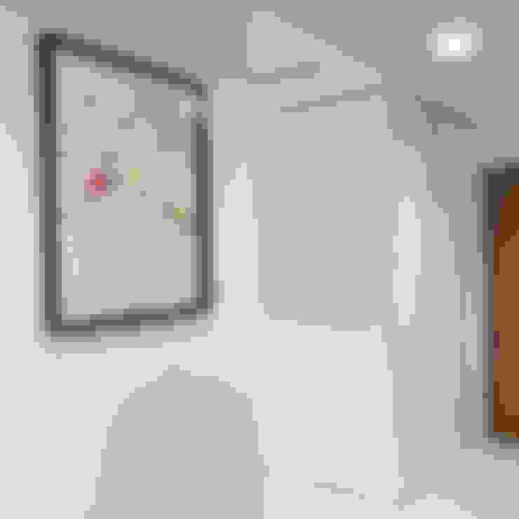 Projekt wnętrz mieszkania w budynku wielorodzinnym: styl , w kategorii Korytarz, przedpokój zaprojektowany przez AP2 Architekci
