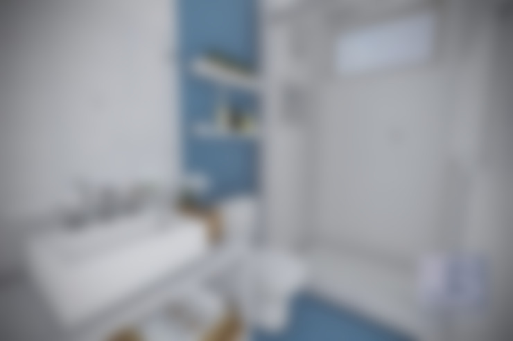 Estudo Casa Itaipu: Banheiros  por JS Interiores