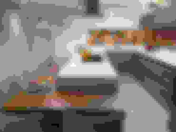 Dapur by Marina Turnes Arquitetura & Interiores