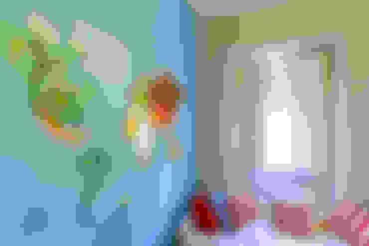 Nursery/kid's room by Espaço Mínimo