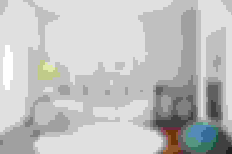 QUARTO VISITAS: Quartos  por DZINE & CO, Arquitectura e Design de Interiores