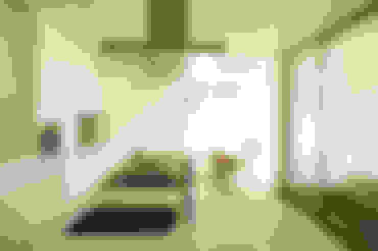 Pormenor da bancada central da cozinha: Cozinhas  por Central Projectos