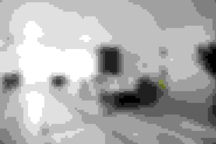 Ruang Keluarga by Interieur Design by Nicole & Fleur