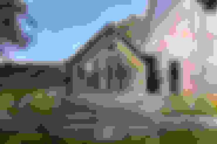 Barn Living:  Woonkamer door Bureau Fraai
