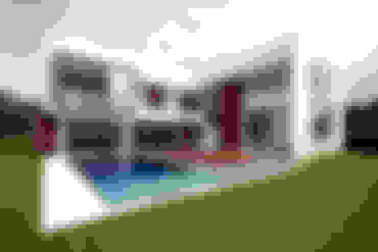 Residencia PG: Piscinas  por F:POLES ARQUITETOS ASSOCIADOS