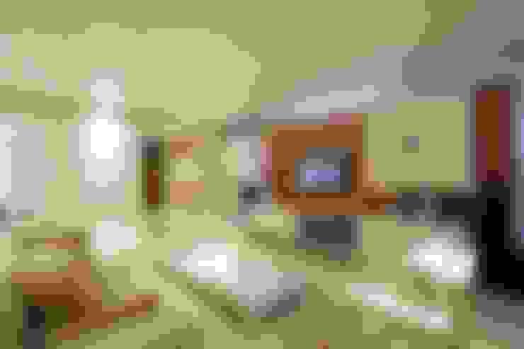 Salas / recibidores de estilo  por MJ Projetos e Consultoria Ltda