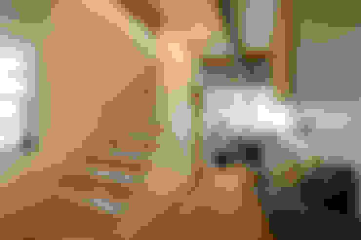 Pasillos y vestíbulos de estilo  por アンティークな新築住宅 ラフェルム