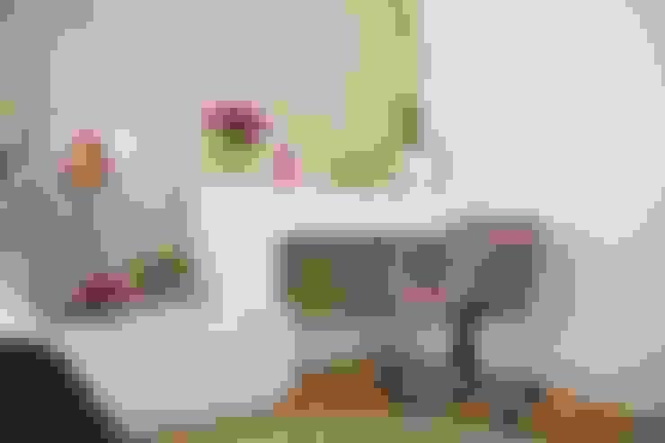 Cuartos de estilo  por Liliana Zenaro Interiores