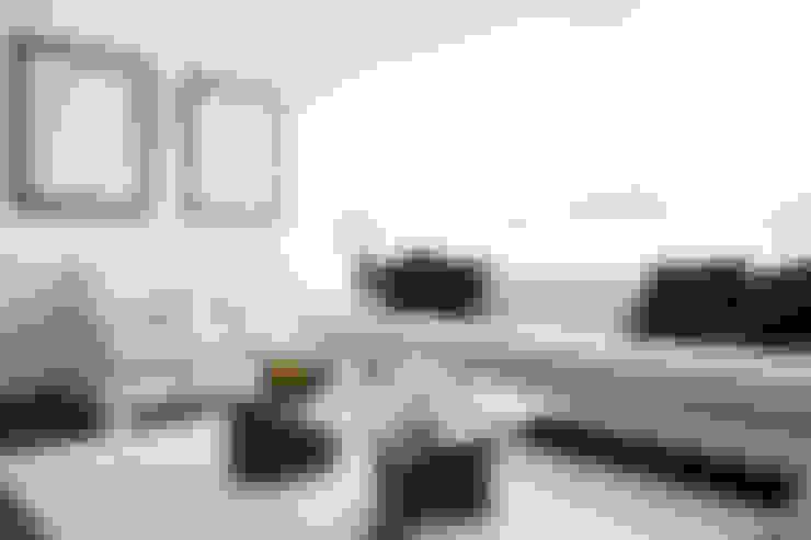 Living room by Oneto/Sousa Arquitectura Interior