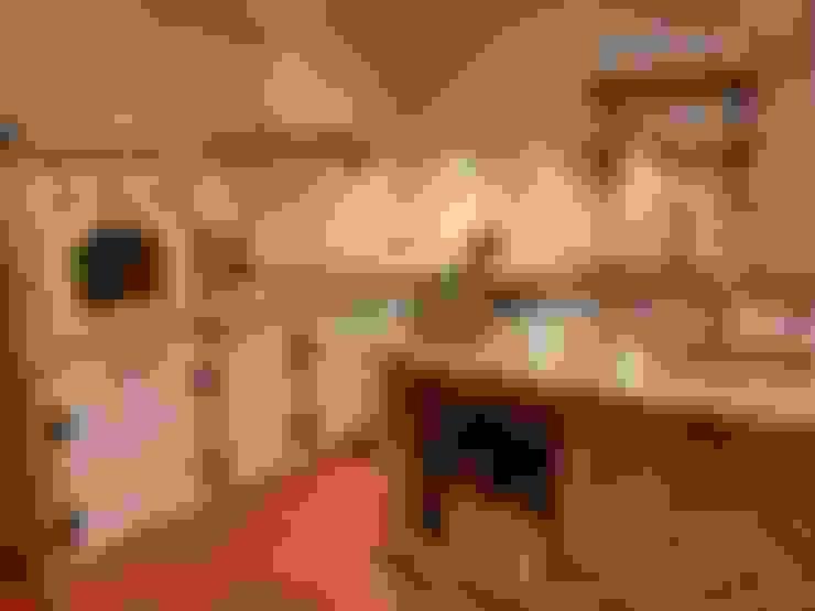 مطبخ تنفيذ Revia Meble i drzwi z litego dębu.