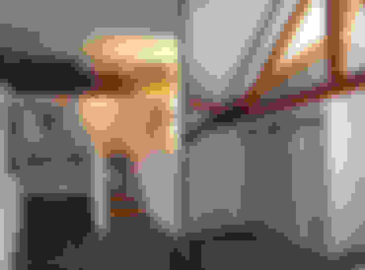 VERBOUWING VAN OUDE BOERDERIJ TOT MOOIE WOONBOERDERIJ:  Gang en hal door ID-Architectuur