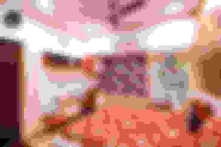 Red Bedroom:  Bedroom by home makers interior designers & decorators pvt. ltd.