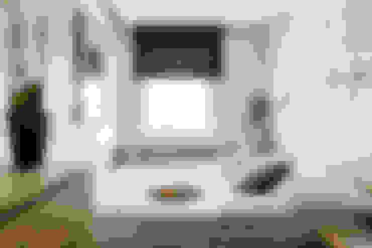 Dormitorios de estilo  por Anna Serafin Architektura Wnętrz