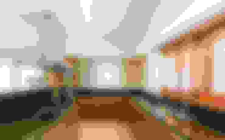 Kitchen by KARLEN + CLEMENTE ARQUITECTOS