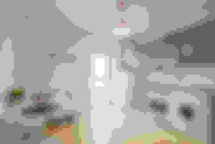 Kitchen by jaione elizalde estilismo inmobiliario - home staging