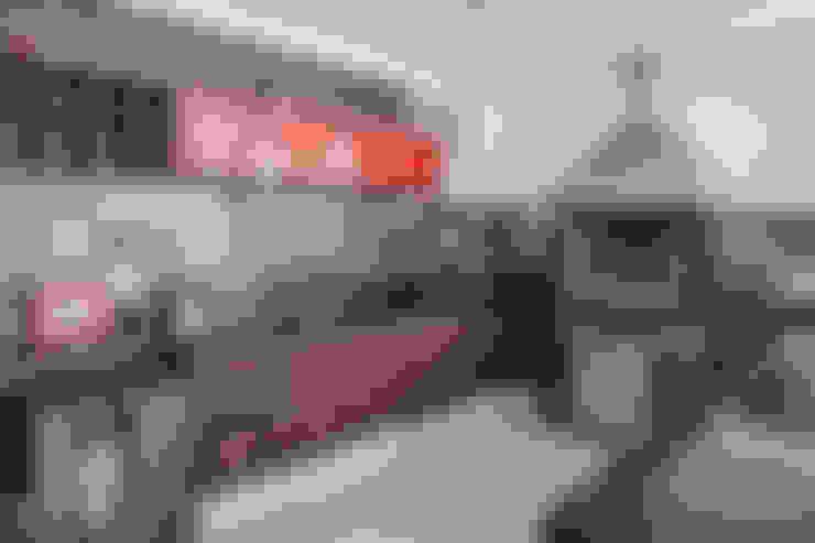 Churrasqueira e Varanda Gourmet: Garagens e edículas  por Heloisa Titan Arquitetura