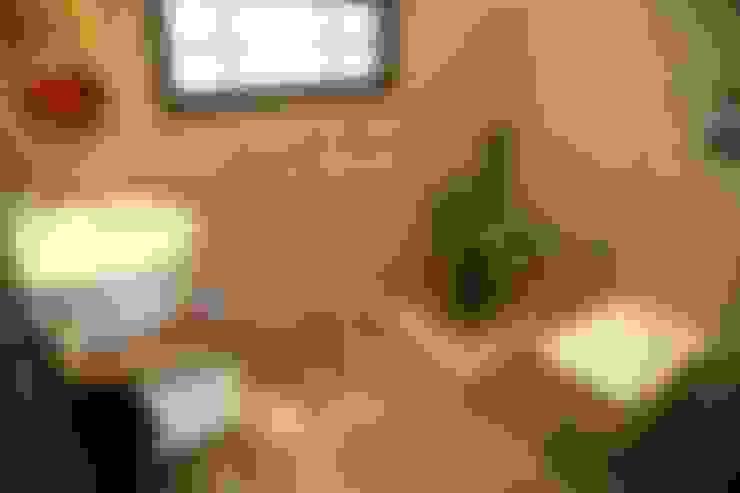 Bathroom by Aayam Consultants