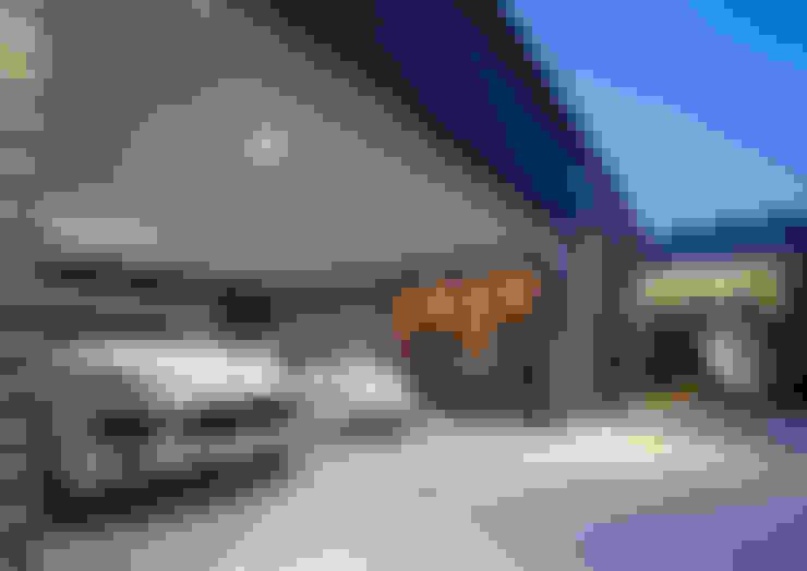Garagens e edículas  por 一級建築士事務所  馬場建築設計事務所