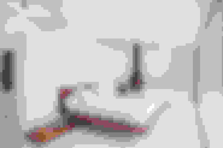 Dormitorios de estilo  por CABRÉ I DÍAZ ARQUITECTES