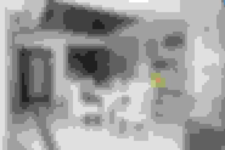 3 BHK Apartment Bengaluru:  Dining room by Cee Bee Design Studio