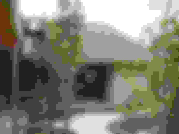Casas  por もやい建築事務所