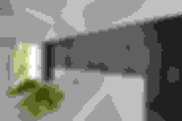 Baños de estilo  por 門一級建築士事務所