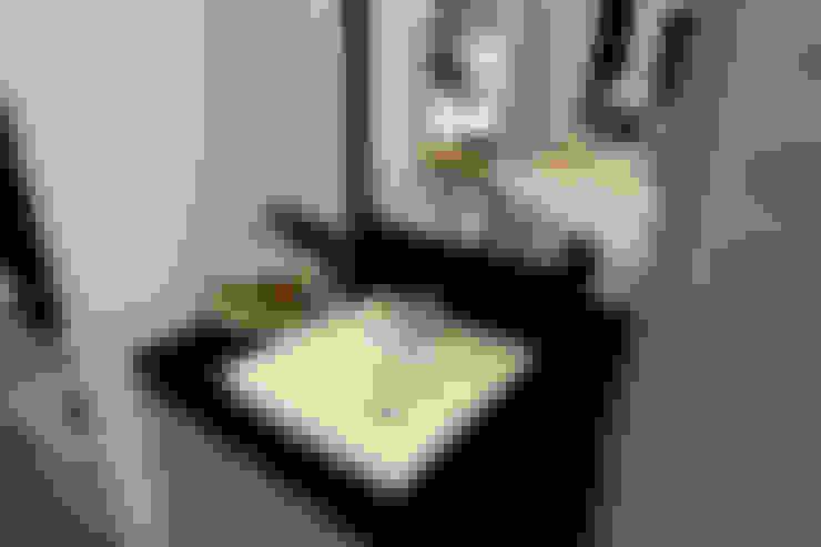 Bathroom by 한글주택(주)