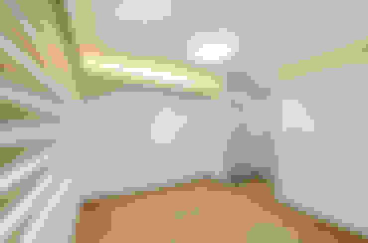 Dormitorios de estilo  por 코원하우스