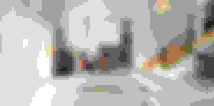 동화 속에 나오는 언덕 위 나의 집(충주 괴동리): 윤성하우징의  거실