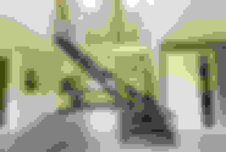 Stalen trap in nieuwbouw woning te Nijerdal:  Eetkamer door STUDIO = architectuur