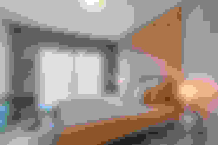 Dormitorios de estilo  por Santiago   Interior Design Studio