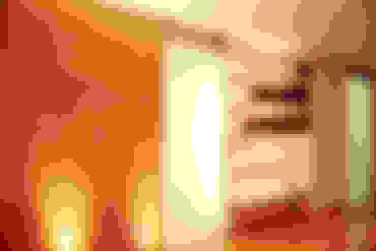 Pasillos y hall de entrada de estilo  por RIMA Arquitectura